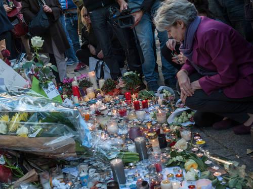 La Directrice générale de l'UNESCO rend hommage aux victimes des attaques à Paris